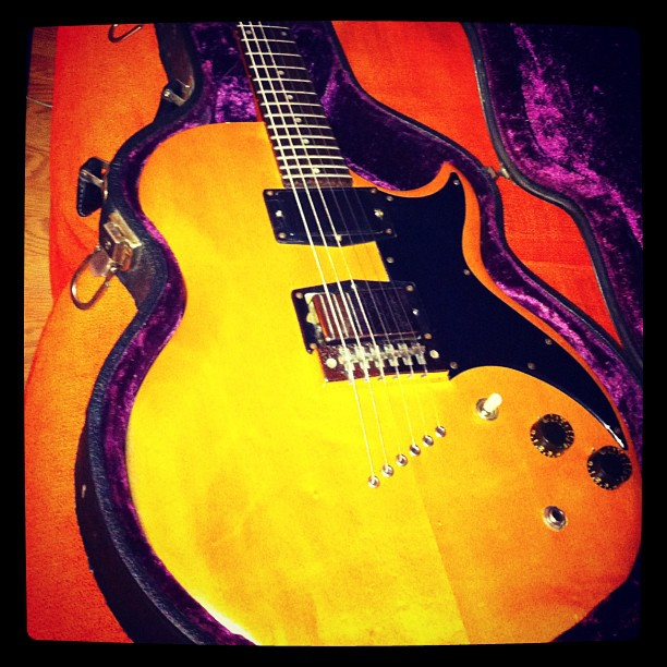 1975 Gibson L6S.  New to the arsenal. #gffg @riverboatgamblers